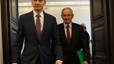 Mateusz Morawiecki i Krzysztof Tchórzewski na pierwszym posiedzeniu rządu Beaty Szydło, 24.11.2015.