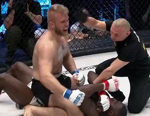 Sensacja w KSW60! Mistrz walk na gołe pięści ubił Izu Ugonoha w drugiej rundzie! [WIDEO]
