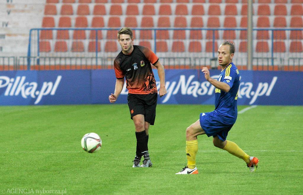 Mecz Pucharu Polski: KSZO Ostrowiec - Arka Gdynia. Z prawej Dominik Hofbauer