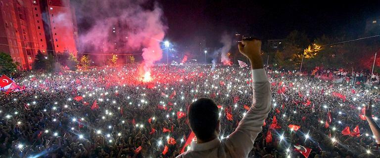 Stambuł. Dziesiątki tysięcy na ulicach po powtórzonych wyborach