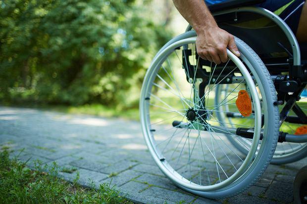 Chcesz dostać 500 plus dla niepełnosprawnych? Musisz stawić się w ZUS-ie z dowodem w ręku