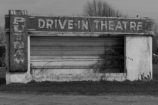 Opuszczone amerykańskie kino samochodowe. Dziś w Ameryce działa ich nieco ponad 300, z ponad 4 tysięcy w szczytowym momencie popularności / Fot. Shutterstock