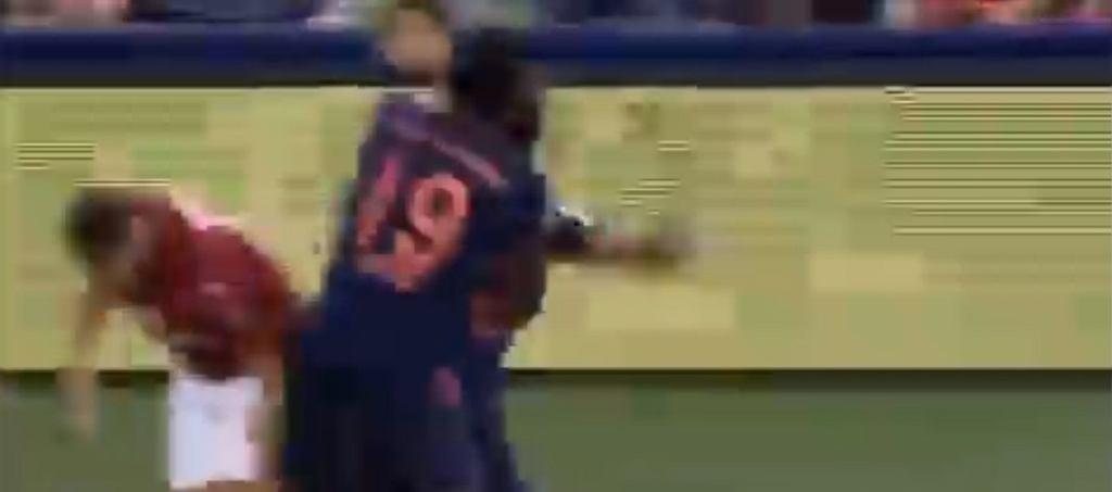 Kingsley Coman ruszył na Hakana Calhanoglu w meczu Bayern - Milan