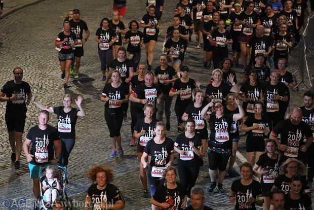 Zdjęcie numer 26 w galerii - Rekord frekwencji na Biegu Powstania Warszawskiego. Prawie 11,5 tysięcy biegaczy przebiegło ulicami Warszawy [ZDJĘCIA]