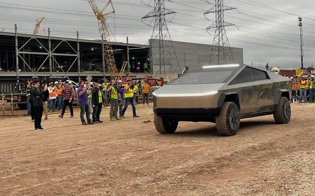 Tesla Cybertruck na terenie budowy Giga Texas
