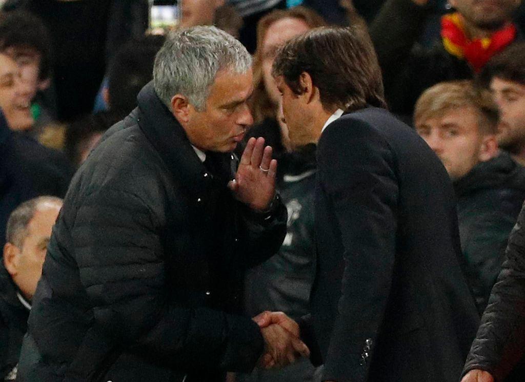 Przed chwilą skończył się mecz. Jose Mourinho zarzuca trenerowi Conte, że ten chciał rywali upokorzyć.