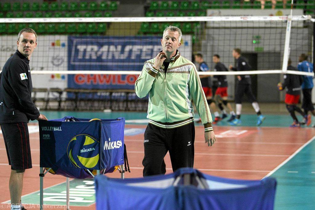 Wojciech Janas podczas zajęć z Vitalem Heynenem, trenerem Transferu Bydgoszcz