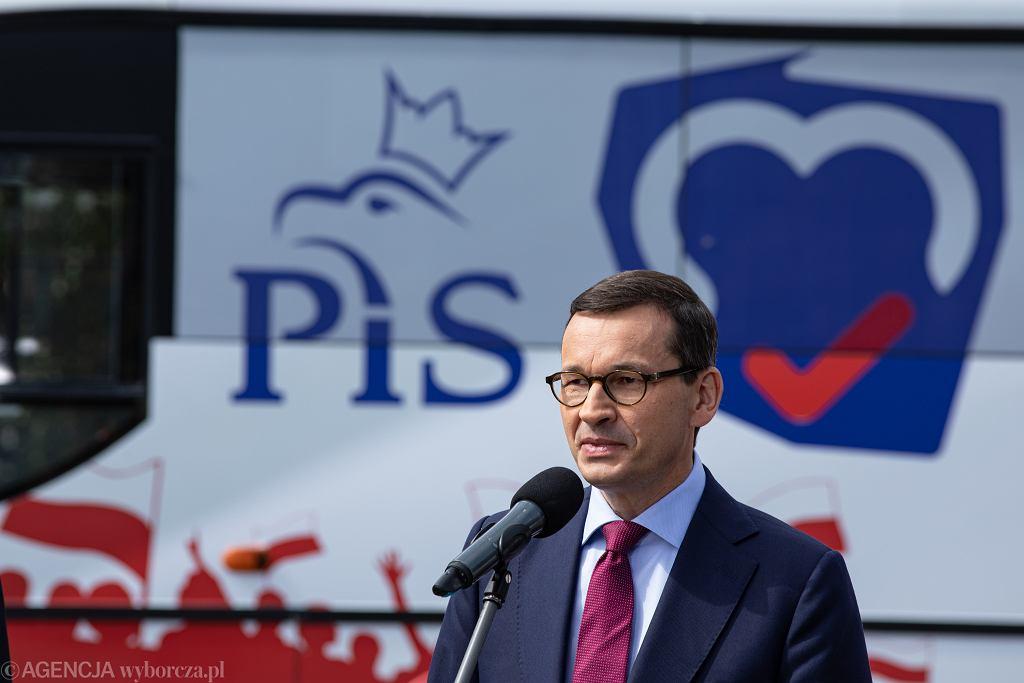 Premier Mateusz Morawiecki rusza PiSbusem na Mazowsze.