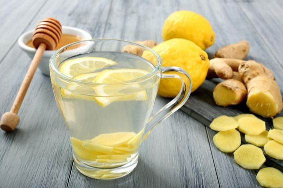 Znudziło ci się picie wody z cytryną? Oto mieszanki, które działają jeszcze lepiej
