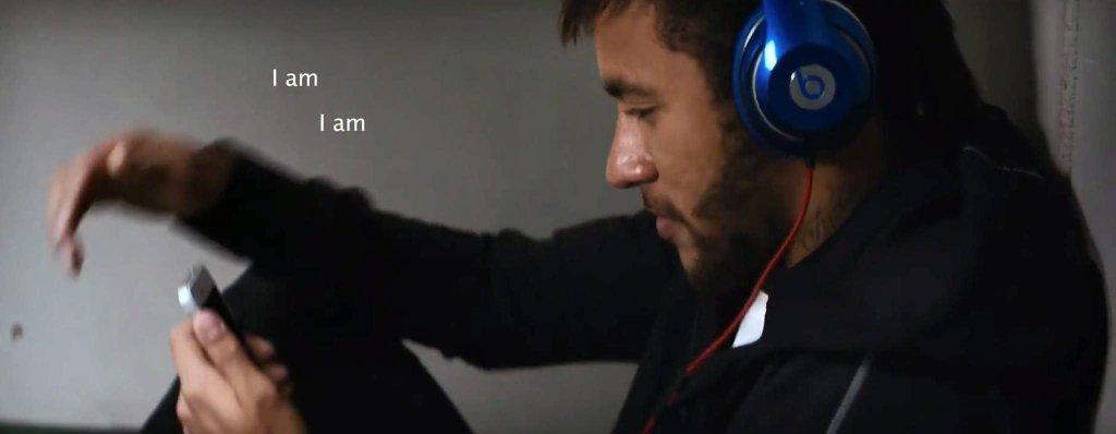 Neymar w słuchawkach marki 'Beats'
