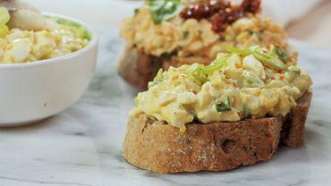 Królowa śniadań i kolacji, czyli pasta jajeczna na trzy sposoby