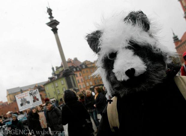 Zdjęcie numer 0 w galerii - Protest przeciwko zarabianiu milionów na zabijaniu [ZDJĘCIA]