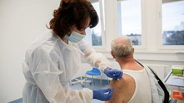 Szczepienie przeciw COVID-19 (zdjęcie ilustracyjne)