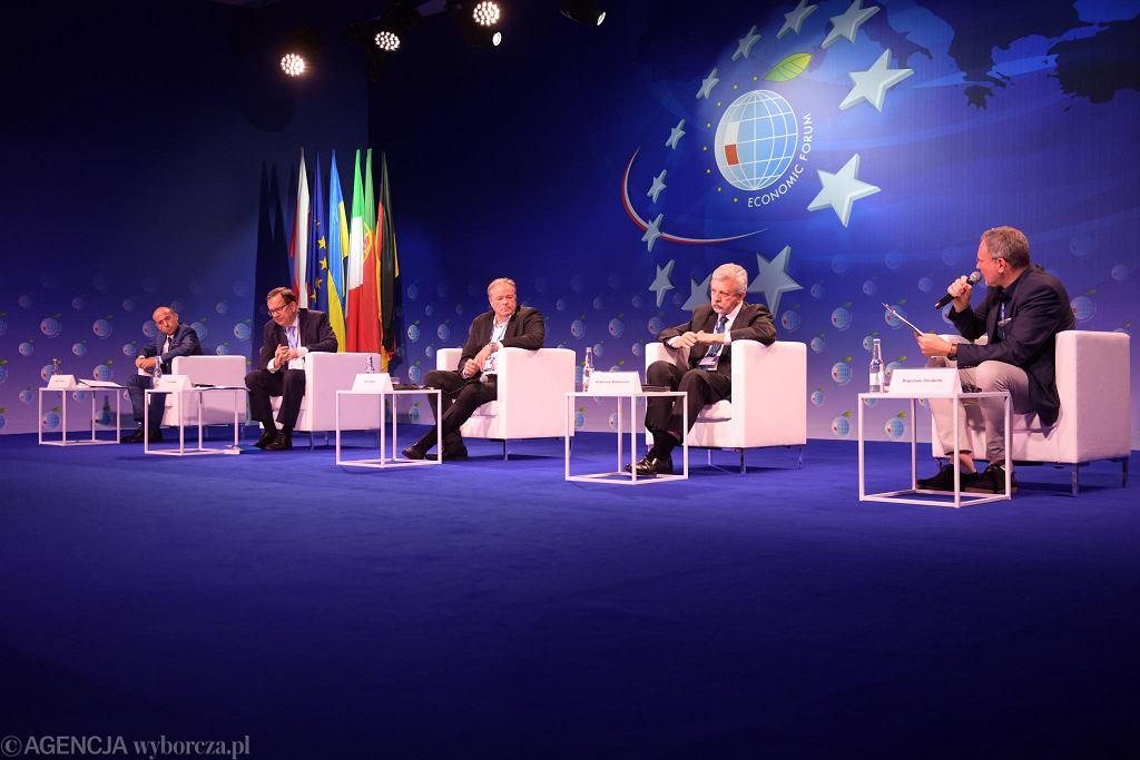 Sesja plenarna ''30 lat wolności - sukcesy i porażki Europy Środkowej'' podczas Forum Ekonomicznego w Karpaczu w 2020 r.