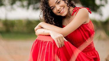 sukienka na ramiączkach, zdjęcie ilustracyjne, sukienka na lato