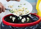 Jedzenie ze śmietnika na stół? Nie trzeba być od razu freeganinem. Jak nie marnować jedzenia i zyskać 2500 zł?