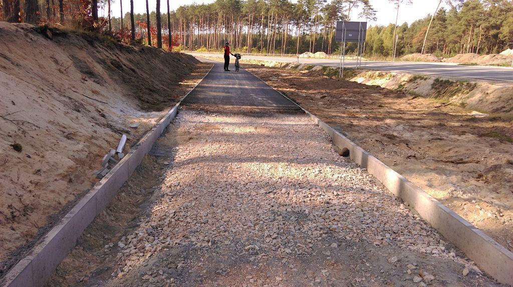 Wylewany już jest asfalt