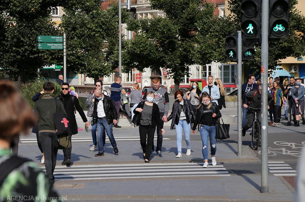 Od soboty w Szczecinie ma obowiązywać nakaz noszenia maseczki także na wolnym powietrzu