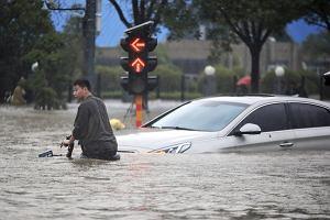 Powódź w Chinach zniszczyła ponad 400 tys. aut. Wszystkie trafią na złom
