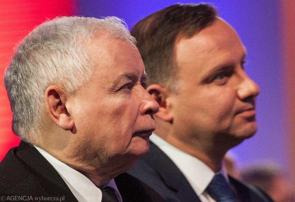 Prezes partii rządzącej Jarosław Kaczyński i prezydent RP Andrzej Duda podczas uroczystości nadania KSAP im. Lecha Kaczyńskiego. Warszawa 12 stycznia 2017
