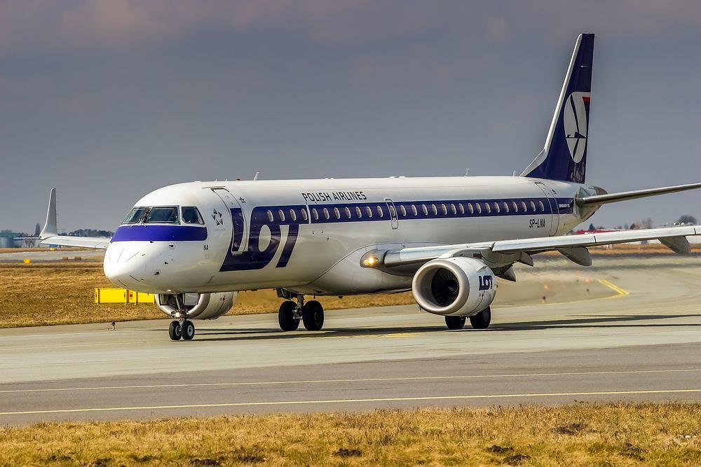 LOT został objęty zakazem lotu na miesiąc