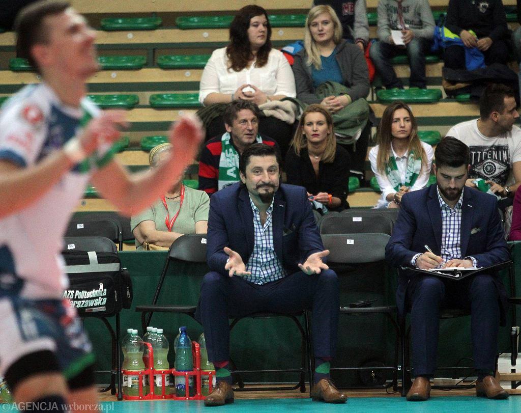 Mecz siatkówki AZS Politechnika - Cuprum Lubin 3:2. Trener Politechniki Jakub Bednaruk