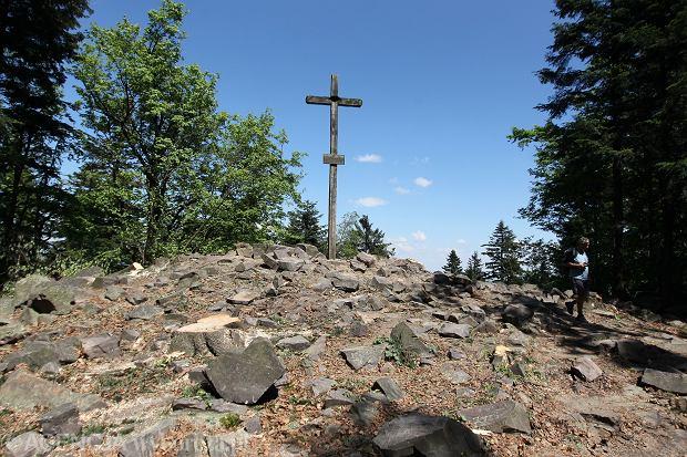 Szlaki na Łysicę. Jak dostać się na najwyższy szczyt Gór Świętokrzyskich?