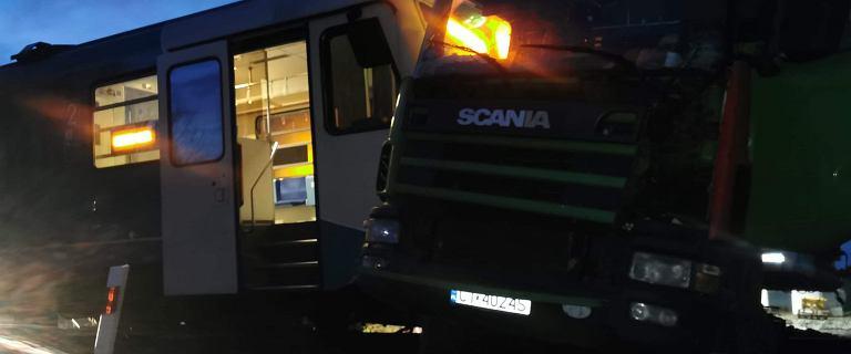 Granowo. Kolizja pociągu i ciężarówki. Trasa do Poznania zablokowana