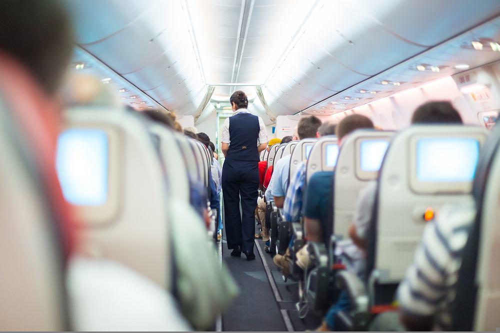 Youtuberki wyproszone z samolotu. Jedna schowała się pod fotelem