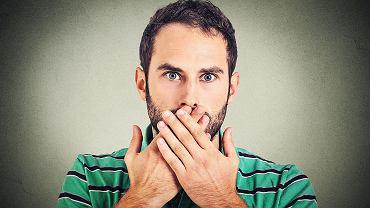 Najcięższą postacią zakażenia wirusem opryszczki jest opryszczkowe zapalenie mózgu. Może początkowo przypominać grypę albo ostrą psychozę