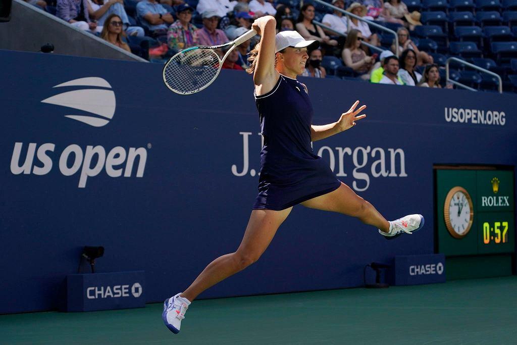 Iga Świątek w przegranym meczu z Belindą Bencić w IV rundzie US Open