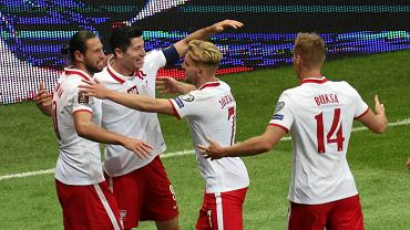 Polonia e Inglaterra.  ¿Ayudará el estadio nacional o el castillo polaco?  ¿Dónde y cuándo miras el partido?