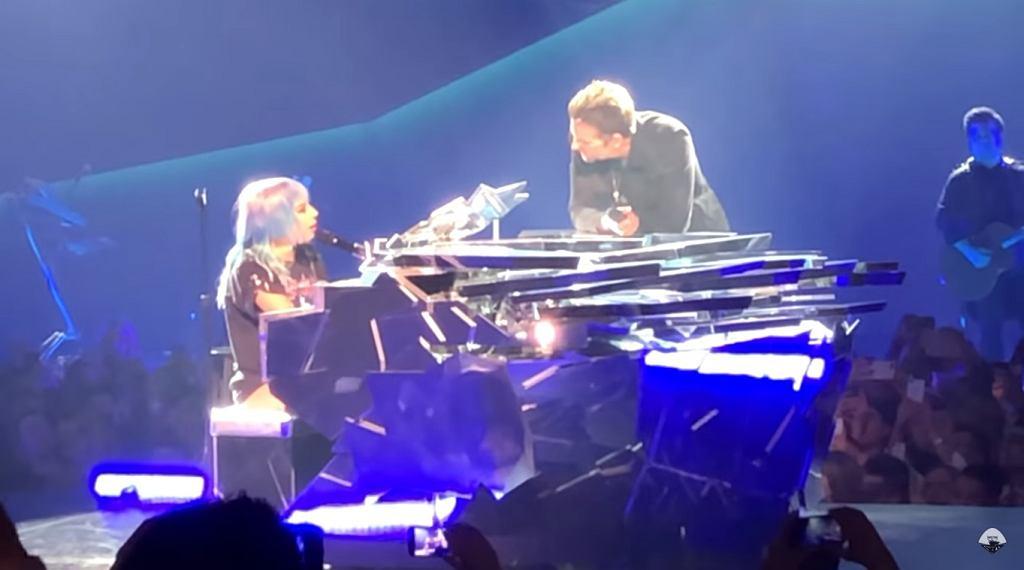 Lady Gaga i Bradley Cooper w czasie występu w Los Angeles