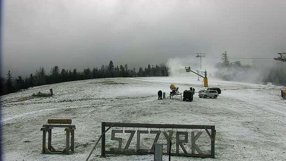 Na Hali Skrzyczeńskiej w Szczyrku pracują armatki śnieżne