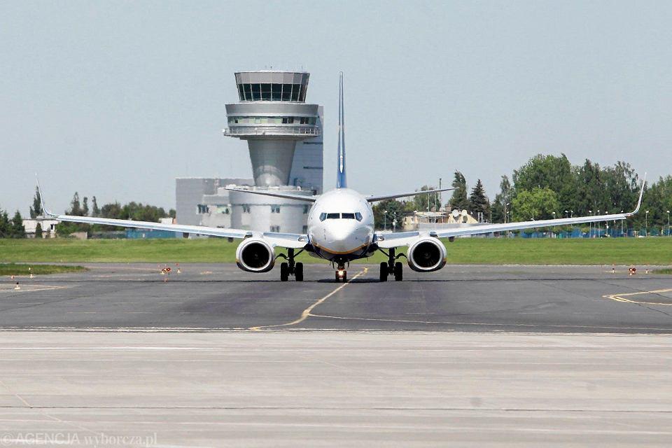 Samolot linii Ryanair na lotnisku Poznań Ławica