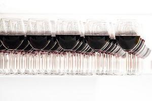 Polak wypija 3,5 litra wina rocznie. Ale bąbelki pasują nam już nie tylko w sylwestra