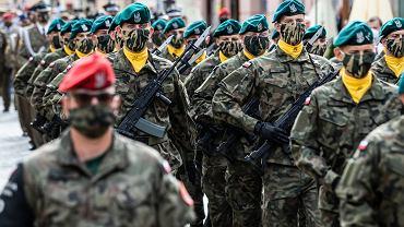 Żołnierze podczas obchodów święta Wojska Polskiego