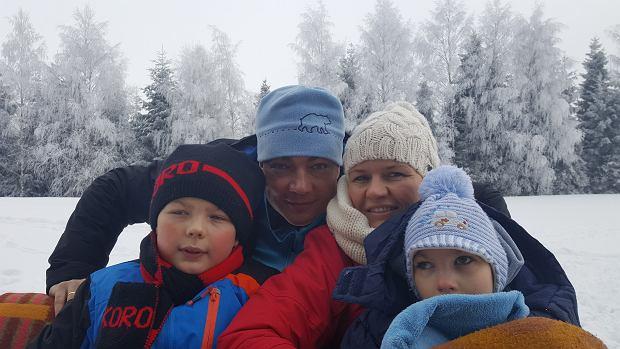 Rodzina Stelmaszczyków stara się żyć normalnie, jak każda inna. Jeżdżą nawet z Michasiem na narty.