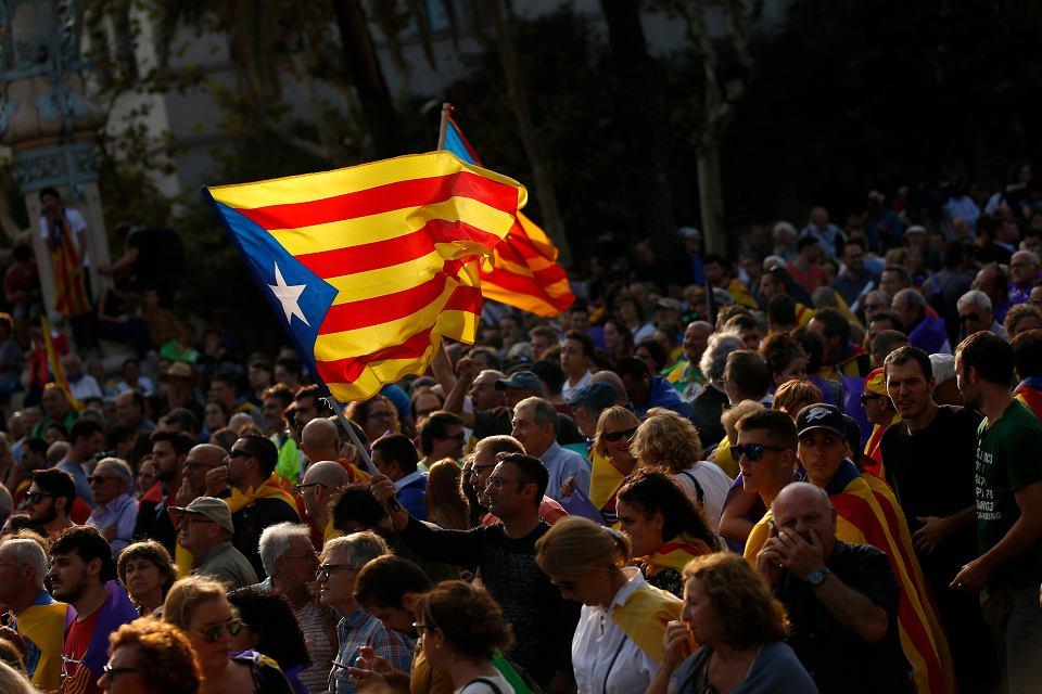 """Katalonia zawiesza deklarację niepodległości. """"Nie jesteśmy szaleńcami ani kryminalistami"""""""