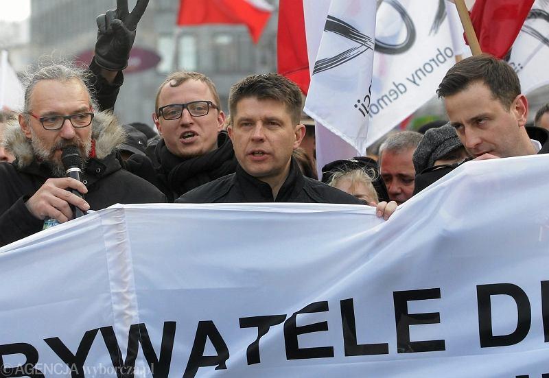 Ryszard Petru na marszu w obronie demokracji w Warszawie
