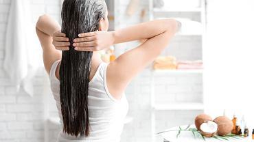 Co na suche włosy? Domowe sposoby pomogą w pielęgnacji suchych włosów. Zdjęcie ilustracyjne