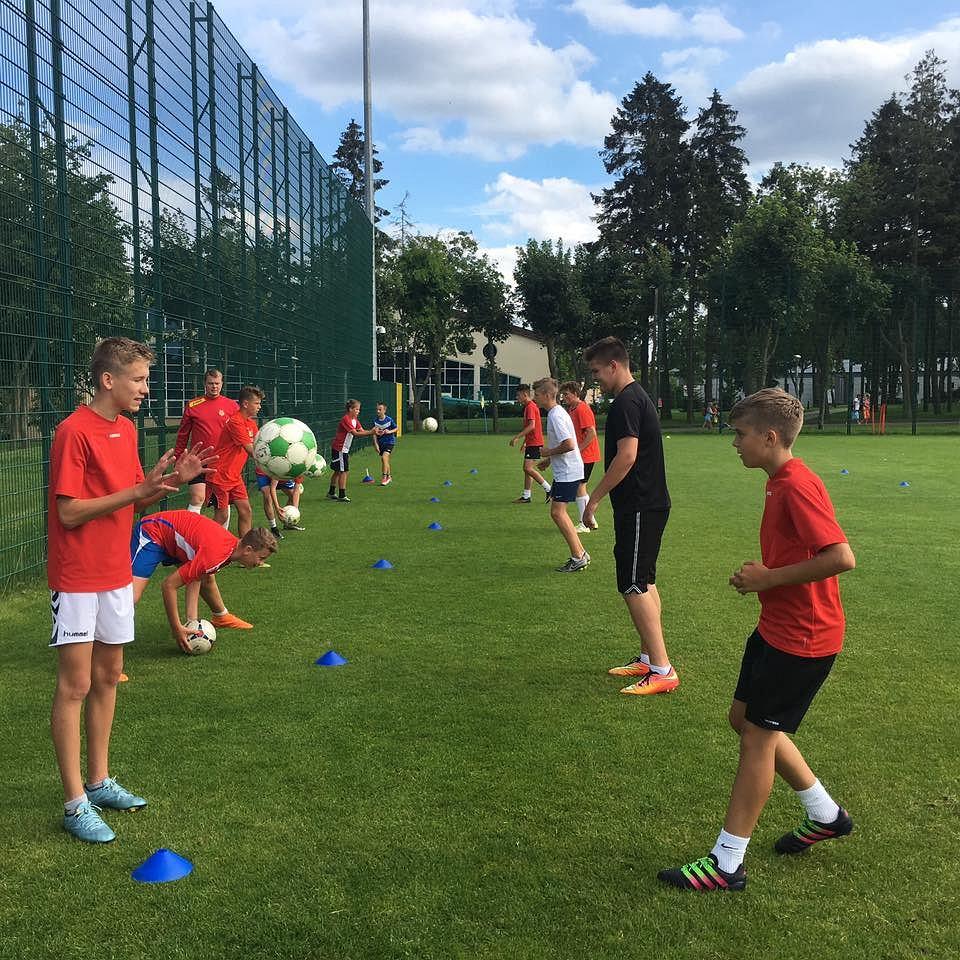 Delta Słupno to nie tylko seniorzy, ale także młodzież. Młodzi piłkarze podczas treningu na zgrupowaniu w Cetniewie
