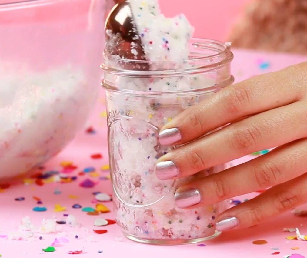 DIY: urodzinowy peeling