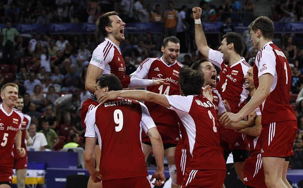 Poland's players celebrate after winning their FIVB World League final men's volleyball match against the U.S. at Arena Armeec hall in Sofia July 8, 2012.    REUTERS/Stoyan Nenov (BULGARIA - Tags: SPORT VOLLEYBALL)