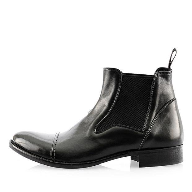 Buty z kolekcji Prima Moda. Cena: 429 zł