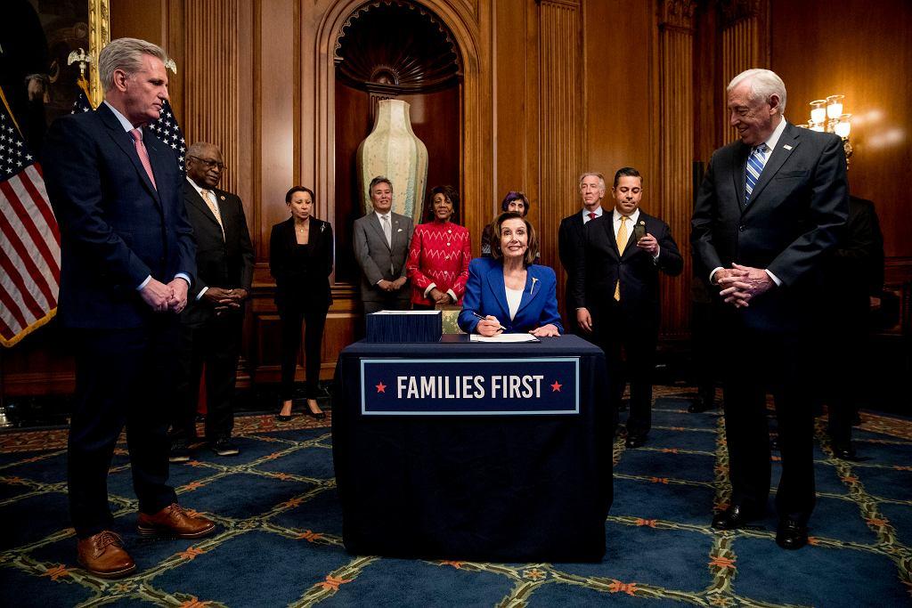 Izba Reprezentantów uchwaliła rekordowy pakiet pomocowy