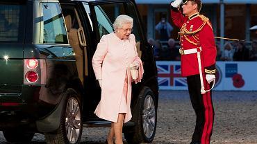 Elżbieta II ma sposób, by nie zostać ofiarą otrucia. Daje ochroniarzom specjalne znaki
