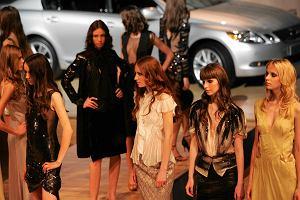 Ubrania z supermarketu czy z sieciówki? Dlaczego Biedronka i Lidl współpracują z projektantami?