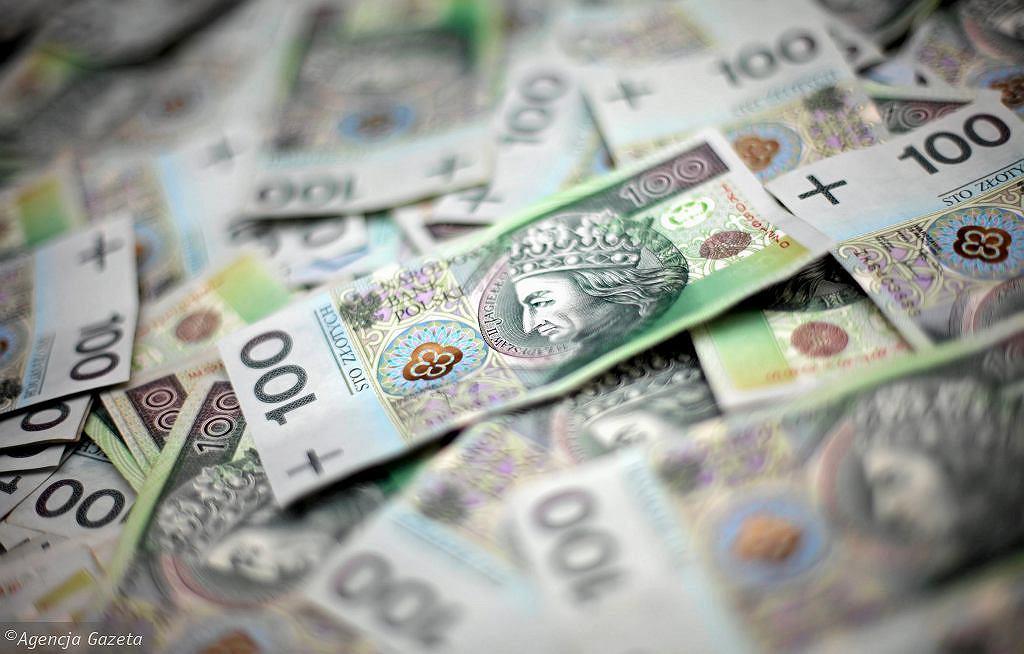 Nowe świadczenie rodzinne PiS. 40 proc. jest przeciw. 'Pieniądze nie biorą się z sufitu' [SONDAŻ] (zdjęcie ilustracyjne)
