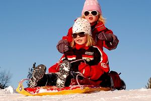 Jak aktywnie spędzić czas z dzieckiem na świeżym powietrzu zimą? Te rzeczy wam się przydadzą